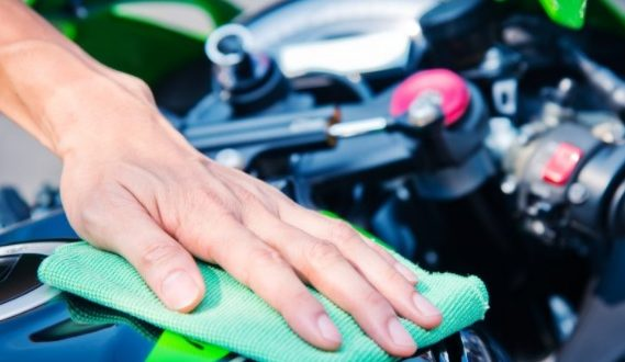 Cara Mengkilapkan Body Motor